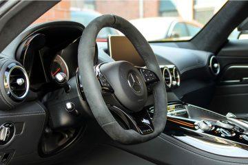 Stuur en dashboard vanuit deur